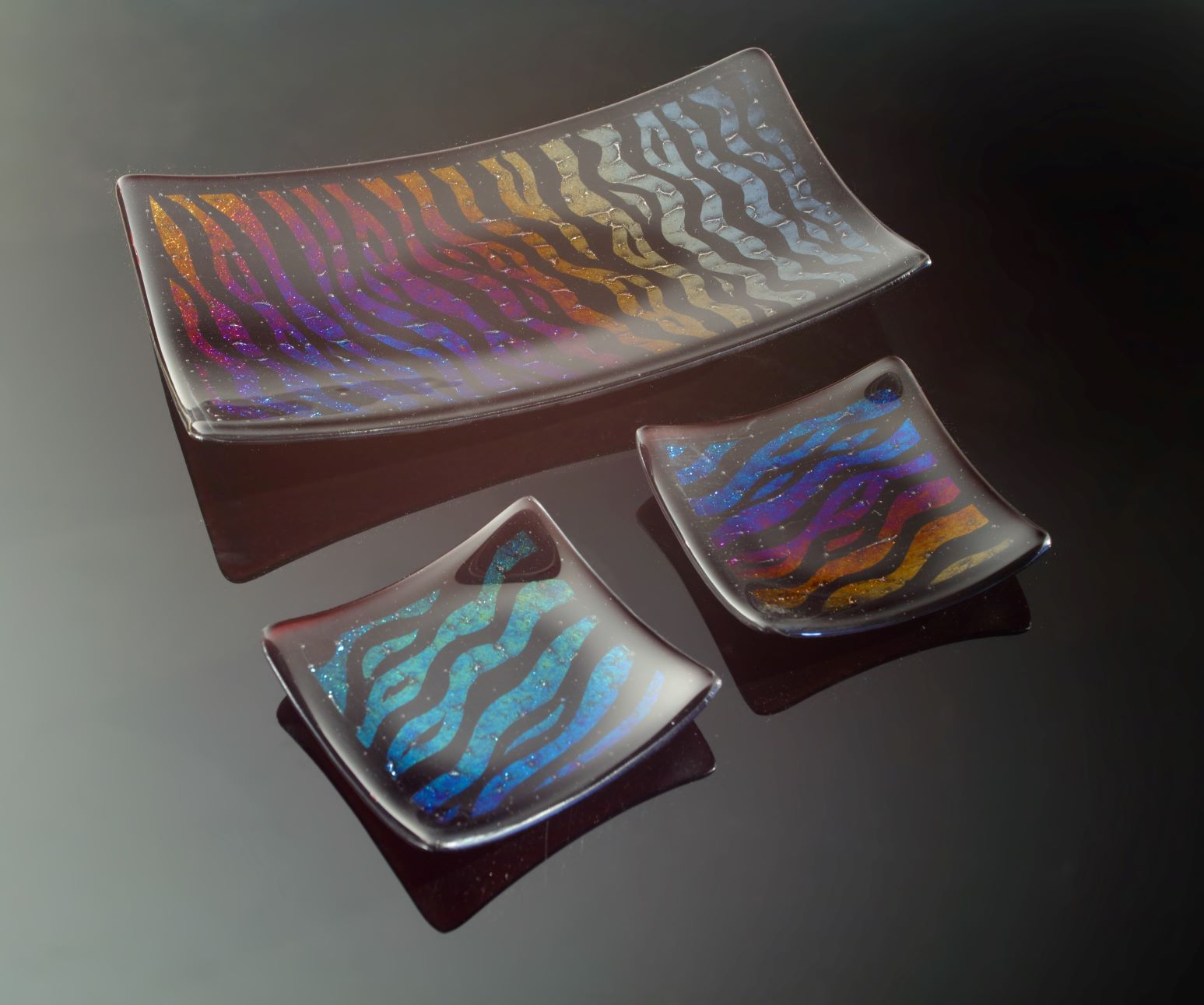 fused glass canape platter and serving dishes inspired by the Atlas Mountains in Morocco. Photo © Simon Bruntnell.